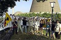 Tiltakozók a Mühlheim-Kärlich atomerőmű előtt