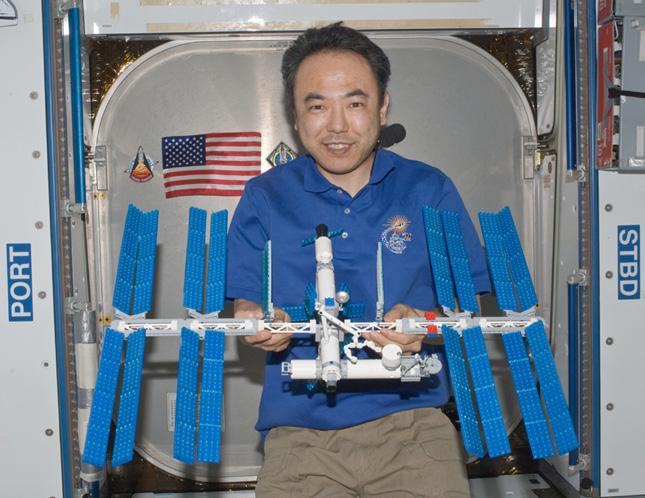 Forrás: NASA, Lego Group