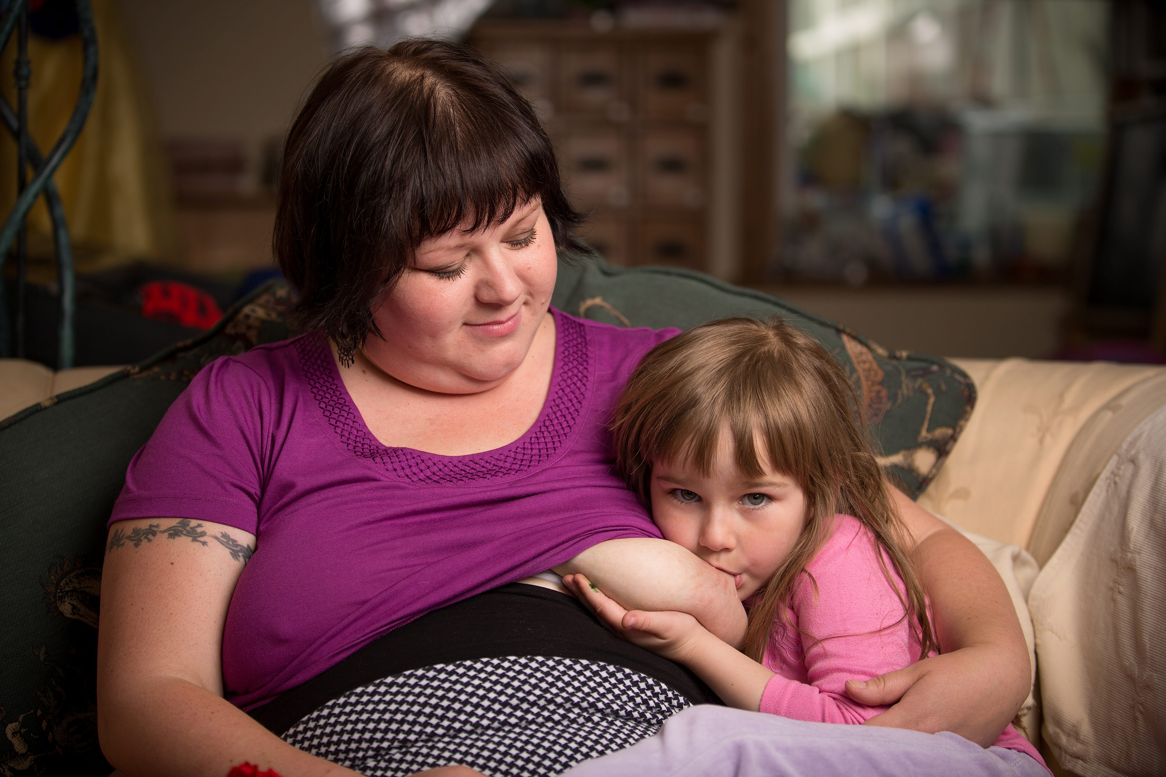 Mothers who breastfeed Photos of women breastfeeding older children