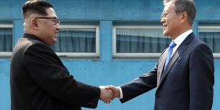 Forrás: MTI/EPA/Korea-közi csúcs sajtószolgálata pool